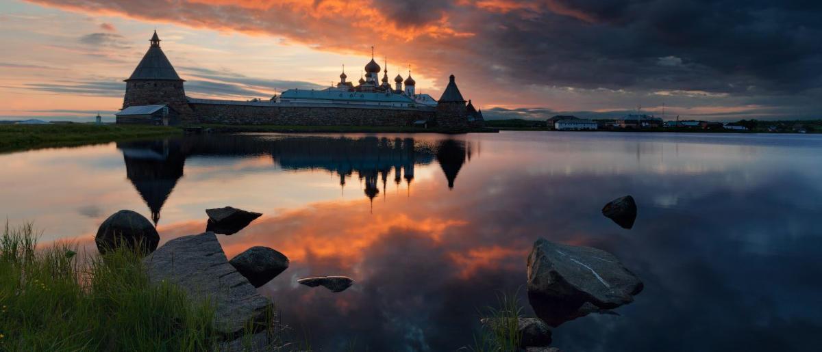 Соловецкий монастырь на закате